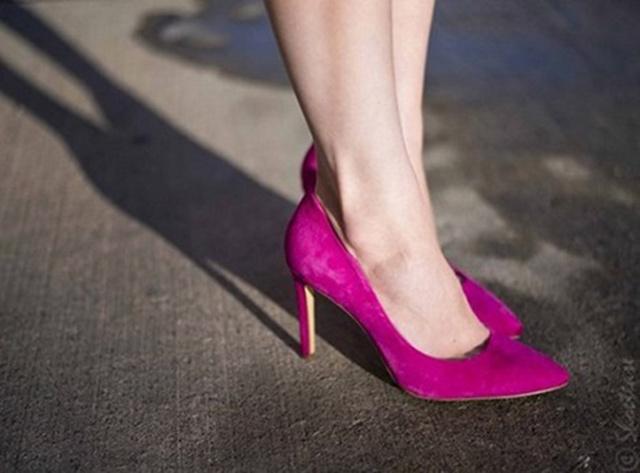 cách làm sạch giày da lộn