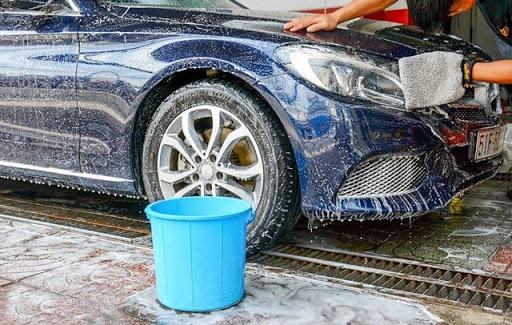 Rửa xe bằng bột giặt, xà phòng có nhiều tác hại