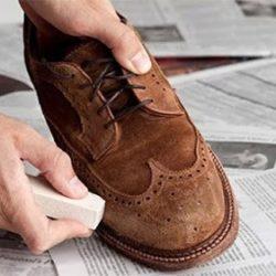 vệ sinh giày da bị mốc