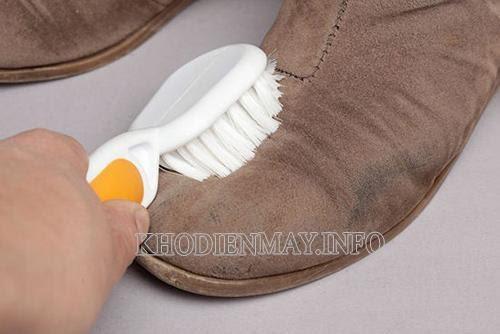 Vệ sinh giày da nhung