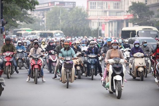 Số lượng xe máy lưu thông trên đường quá lớn